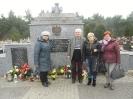 Złożyli kwiaty pod pomnikiem_2